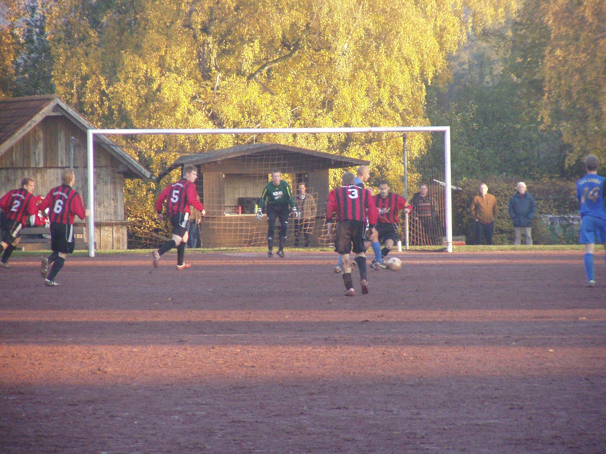 Ein Spiel mit harten Bandagen endet torlos. RSV büßt mit 0:0 gegen Lemgo die Tabellenführung ein
